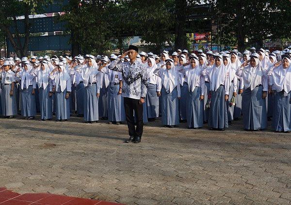 Upacara memperingati Hari Guru Nasional
